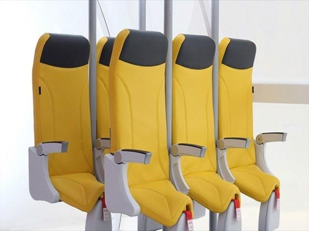 سروے میں ایک لاکھ 20 ہزار مسافروں میں سے اکثریت نے اونچی سائز کی نشستوں کو ترجیح دی تھی (فوٹو: انٹرنیٹ)