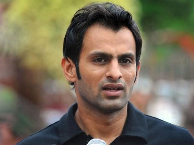بھارت کے خلاف میچ میں اضافی دباﺅ نہیں لینا چاہیے،  شعیب ملک۔ فوٹو : فائل