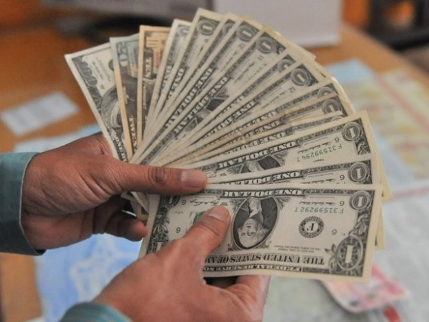 سرکاری ذخائر 8 ارب 30 کروڑ اور کمرشل بینکوں کے ذخائر 6 ارب 54 کروڑ کی سطح پر ہیں (فوٹو: فائل)
