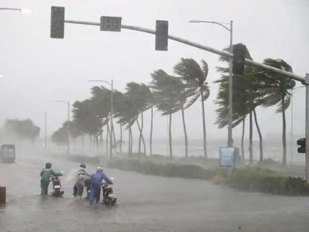 طوفان کی آمد سے قبل ہی 80 ہزار افراد کو متاثرہ علاقوں سے محفوظ مقام پر منتقل کیا گیا تھا۔ فوٹو: فائل