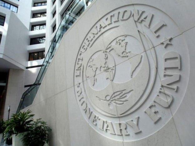 آئی ایم ایف نے بجلی کی قیمتوں میں اضافے اور روپے کی قدر میں کمی کا بھی مطالبہ کیا ہے، ذرائع (فوٹو: فائل)