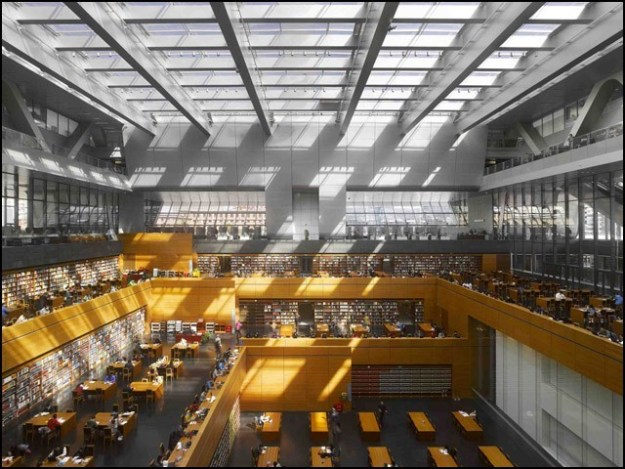 نیشنل لائبریری آف چائنا میں پونے تین لاکھ کتابیں ہیں جہاں بیک وقت 5ہزار افراد مطالعہ کرسکتے ہیں۔ (فوٹو: انٹرنیٹ)