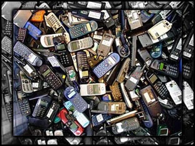 موبائل فونز درآمد: پی ٹی اے کلیئرنس سرٹیفکیٹ لازمی قرار فوٹو : فائل