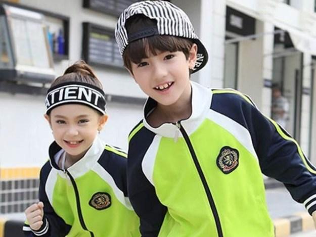 چین کے 11 اسکولوں میں بچوں کے یونیفارم پر مائیکرو چپ لگا کر ان پر نظر رکھنے کا کام شروع ہوچکا ہے (فوٹو: گائزو گونیو ٹیکنالوجی)