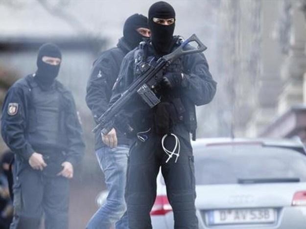 کمرہ عدالت سے مشتبہ پیکٹ برآمد ہوئے ہیں، جرمن پولیس ۔ فوٹو : فائل