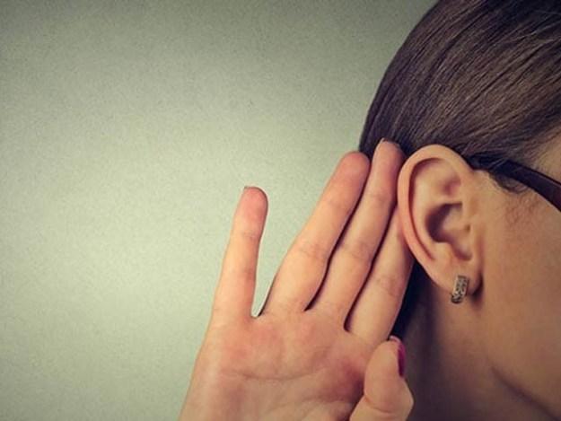 چینی خاتون جو صرف خواتین کی آواز سن سکتی ہیں جبکہ مردوں کا کہا گیا ایک لفظ بھی سمجھنے سے قاصر ہیں۔ فوٹو: فائل
