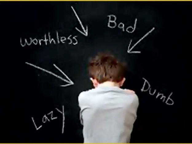 ماہرین نفسیات کے مطابق احساس شرمندگی میں بچوں کا دماغ بند، سوچنے اور کام کرنے کی صلاحیت بری طرح متاثر ہوتی ہے۔ فوٹو: فائل