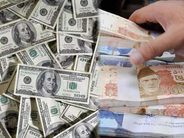امریکی ڈالر کی قیمت خرید 138.78 روپے سے گھٹ کر138.73روپے اور قیمت فروخت 138.88روپے سے گھٹ کر 138.83 روپے ہوگئی۔ فوٹو: فائل