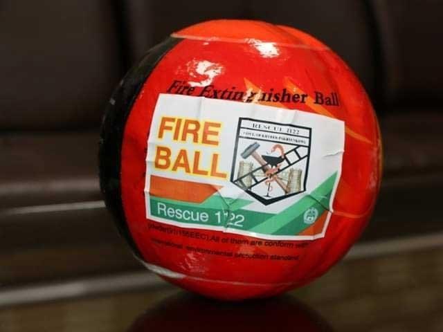 خیبر پختون خوا میں امدادی ادارے نے آگ بجھانے کے لیے فائر بالز حاصل کرلیں