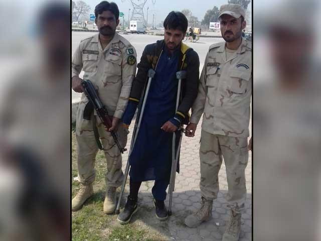 پشاور سے بیساکھیوں کے ذریعے منشیات اسمگلنگ کرنے والا افغانی گرفتار