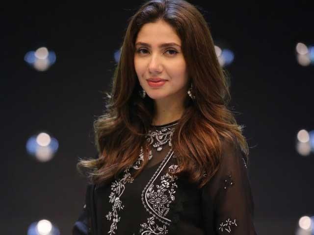 پاکستان میں آپ کو اس وقت عزت ملتی ہے جب آپ مکمل لباس میں ہوں، ماہرہ خان