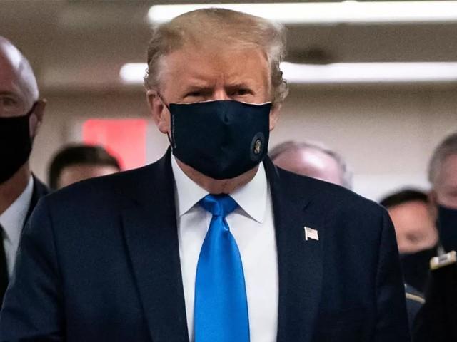 ڈونلڈ ٹرمپ نے کورونا سے بچنے کیلئے پہلی بار ماسک پہن لیا