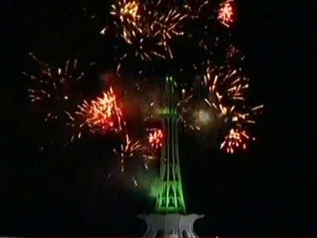 < > پاکستان کے 74 ویں یوم آزادی کا آغاز، قوم کا جوش و جذبہ عروج پر