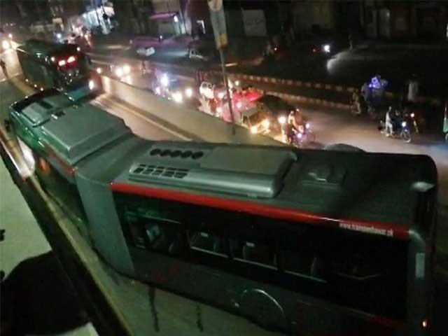 پشاور میں بی آر ٹی بس کو حادثہ، 3 افراد زخمی