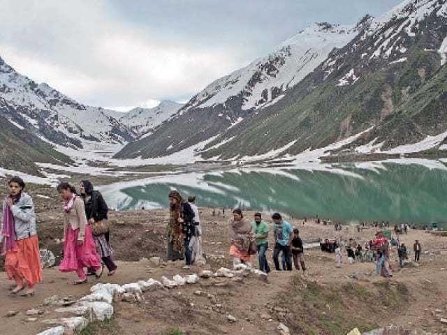وادی کاغان میں ایس او پیز پر عملدرآمد نہ ہونے سے کورونا وائرس پھیلنے کا خدشہ