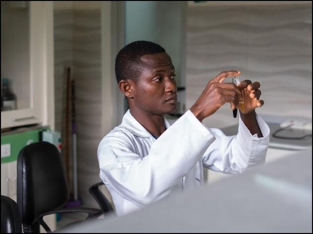 کورونا سے مقابلہ: عالمی ادارہ صحت نے جڑی بوٹیوں سے علاج کی آزمائش منظور کرلی