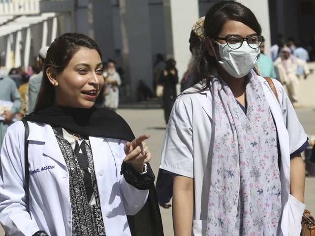 کورونا وبا؛ 24 گھنٹوں میں مزید 17 افراد جاں بحق