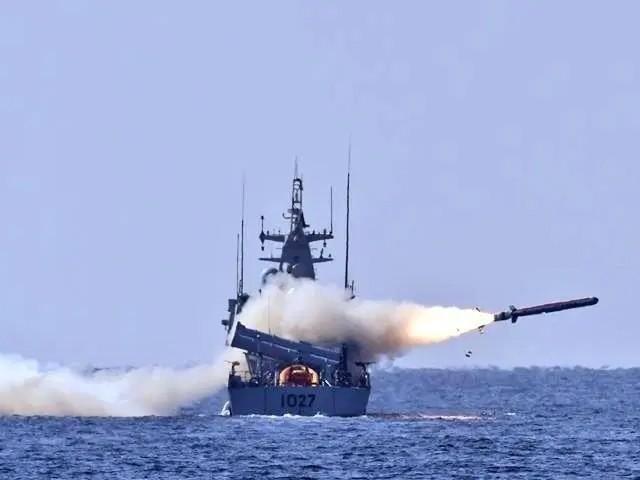 پاک بحریہ کا بحیرہ عرب میں جہاز شکن میزائلوں کی فائرنگ کا کامیاب مظاہرہ