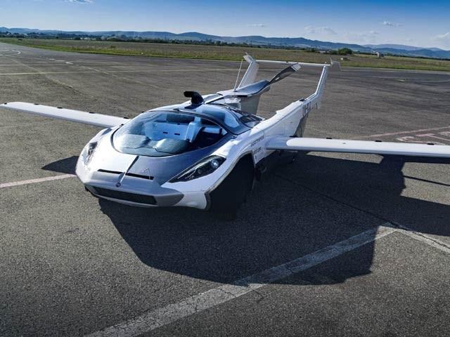 صرف تین منٹ میں کار سے ہوائی جہاز بننے والی' ایئرکار'