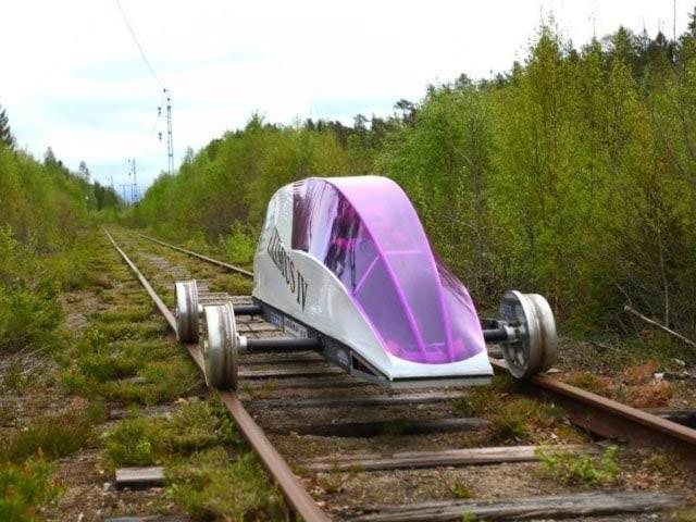 ایک لیٹر تیل کے برابر توانائی میں 10 ہزار کلومیٹر چلنے والی ریل کار