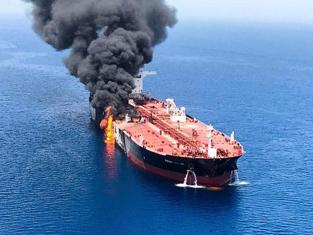 یمن کی سرحد کے نزدیک سعودی ساحل پر آئل ٹینکر میں پُراسرار دھماکا