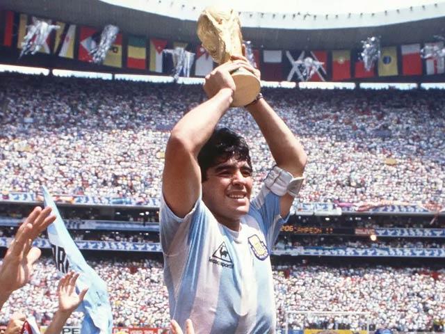 فٹبال کی دنیا میں راج کرنے والے لیجنڈ کھلاڑی میراڈونا چل بسے