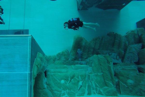 دنیا کا سب سے گہرا تیراکی کا پول 3