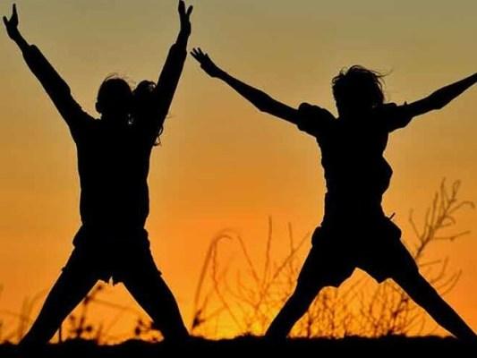 بچپن کی ورزش اور مناسب غذا کے مثبت اثرات جوانی تک برقرار رہتے ہیں۔ فوٹو: فائل