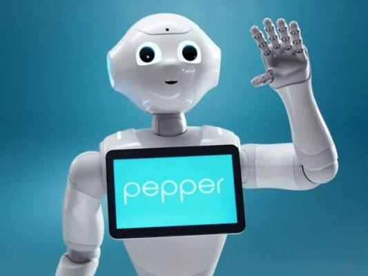 اطالوی ماہرین نے پیپر نامی کمرشل روبوٹ کو خودکلامی کرنے والا بنادیا ہے۔ فوٹو: فائل