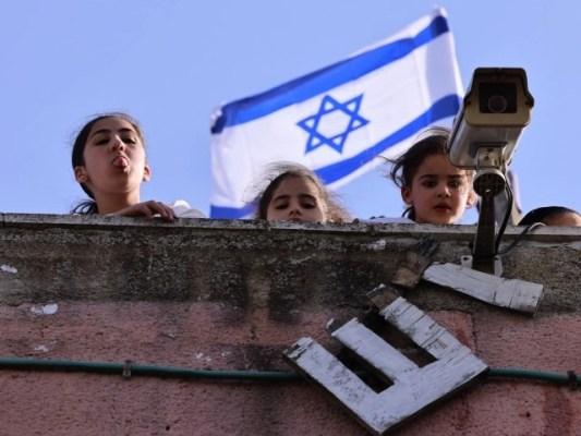 یہودی آباد کار تیزی سے فلسطینیوں کے گھروں پر قابض ہورہے ہیں، فوٹو: فائل