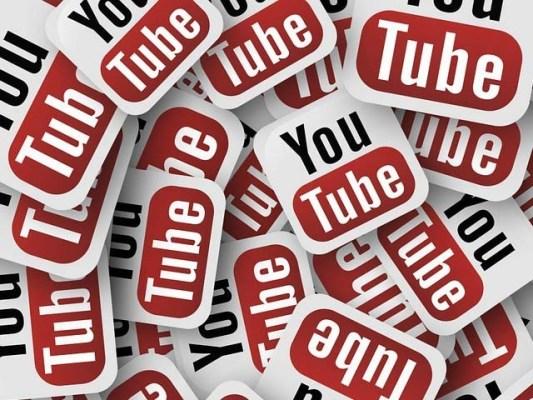 یوٹیوب پر ہے گائز، گڈمارننگ اور واٹس ایپ کے الفاظ قدرے زیادہ استعمال ہوتے ہیں۔ فوٹو: فائل