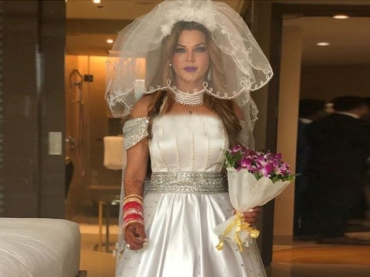 گجرات سے تعلق رکھنے والے شخص نے شادی نہ کرنے کی صورت میں مجھے اغوا کرنے کی دھمکی دی تھی، راکھی فوٹوفائل