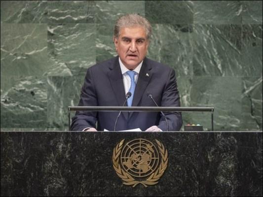 شاہ محمود قریشی اقوام متحدہ کی جنرل اسمبلی سے خطاب کرتے ہوئے (فوٹو : فائل)