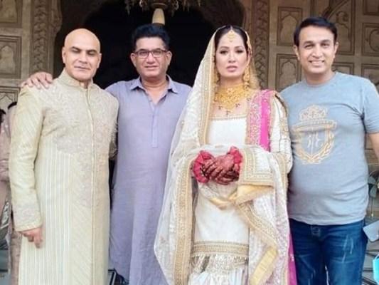 اداکارہ جیا علی نے کرکٹ کوچ اور پی ٹی آئی رہنما عمران ادریس سے بادشاہی مسجد میں نکاح کیا