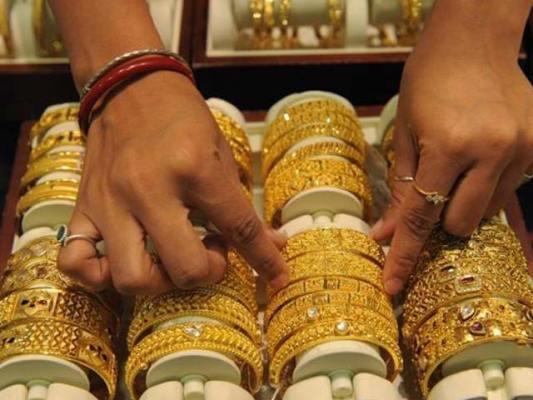 فیتولہ سونے کی قیمت بڑھ کر 116700 روپےاور10 گرام سونے کے نرخ 100051 روپے ہوگئے- فوٹو:فائل