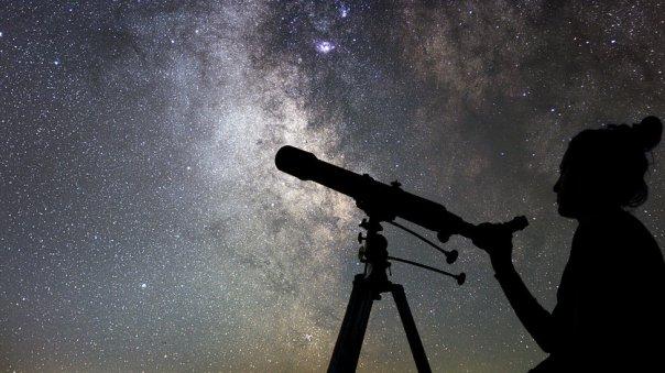 Astrónomo.