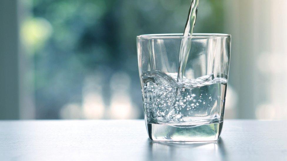 Vaso de agua.