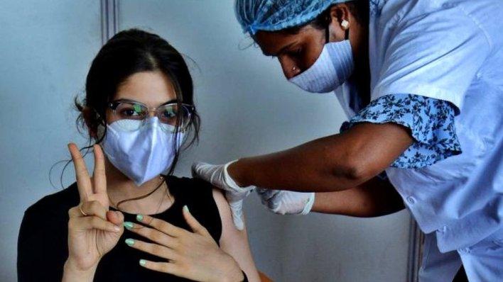 दुनिया के कुछ हिस्सों में कोविड टीकाकरण दर में आई गिरावट विशेषज्ञ चिंतित