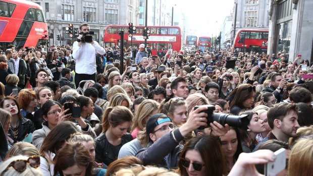 Swarms of people outside Topshop