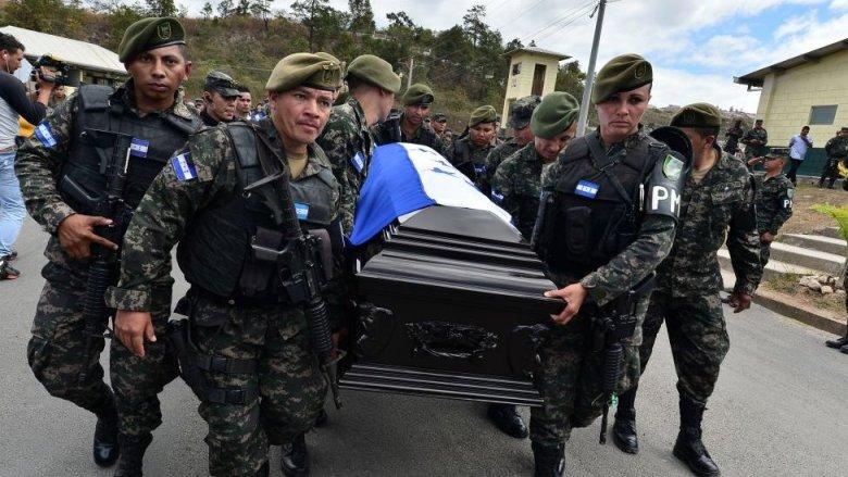 Entierro de un policía militar en Honduras