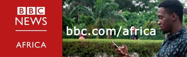 एक समग्र छवि जिसमें बीबीसी अफ्रीका का लोगो और एक व्यक्ति अपने स्मार्टफोन पर पढ़ रहा है।