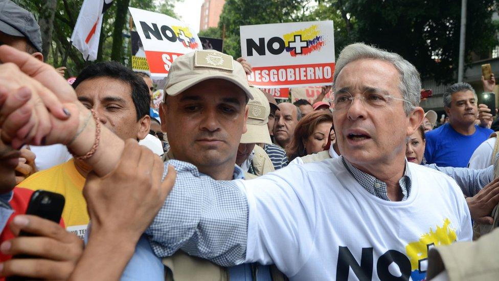 """El expresidente Álvaro Uribe en un acto de campaña a favor del """"no""""."""
