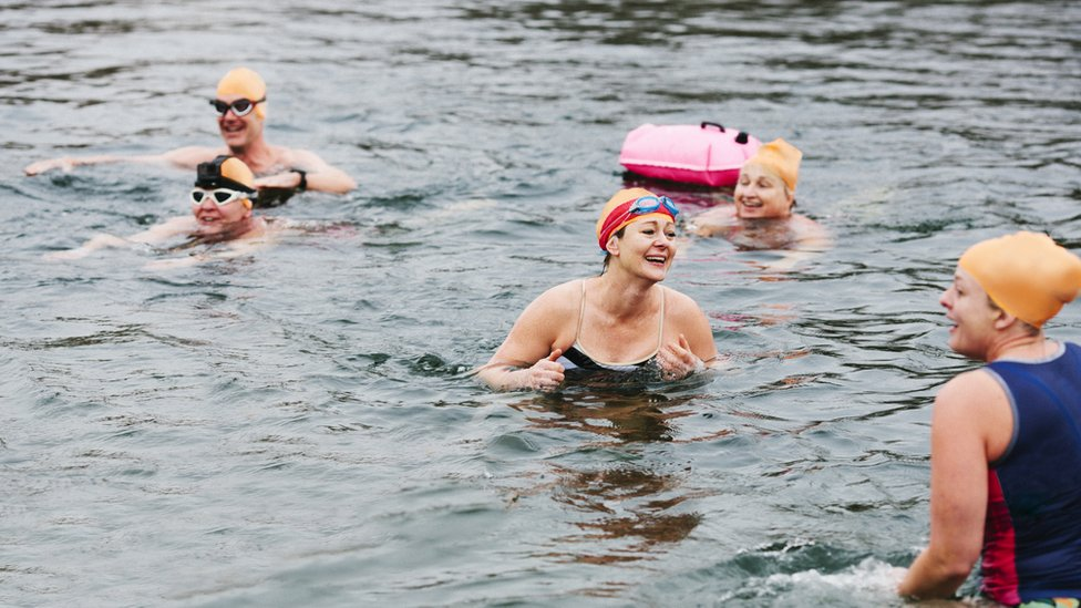Mujeres nadando