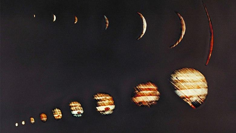 En diciembre 4 de 1973, la sonda Pioneer 10 de NASA envió imágenes de Júpiter de tamaño cada vez mayor.