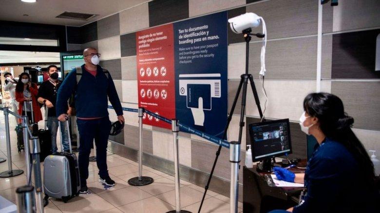 Controles en el aeropuerto de Santiago de Chile.