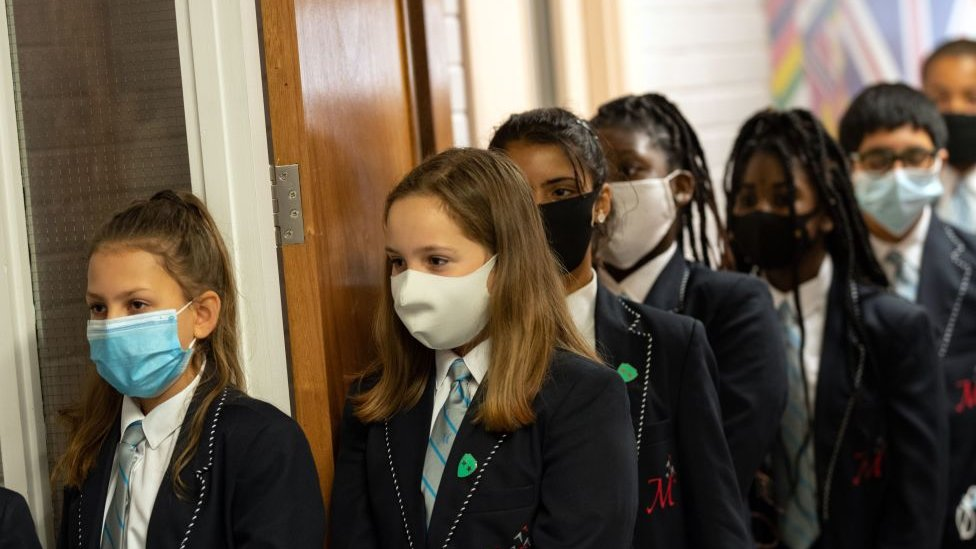 school children lining up