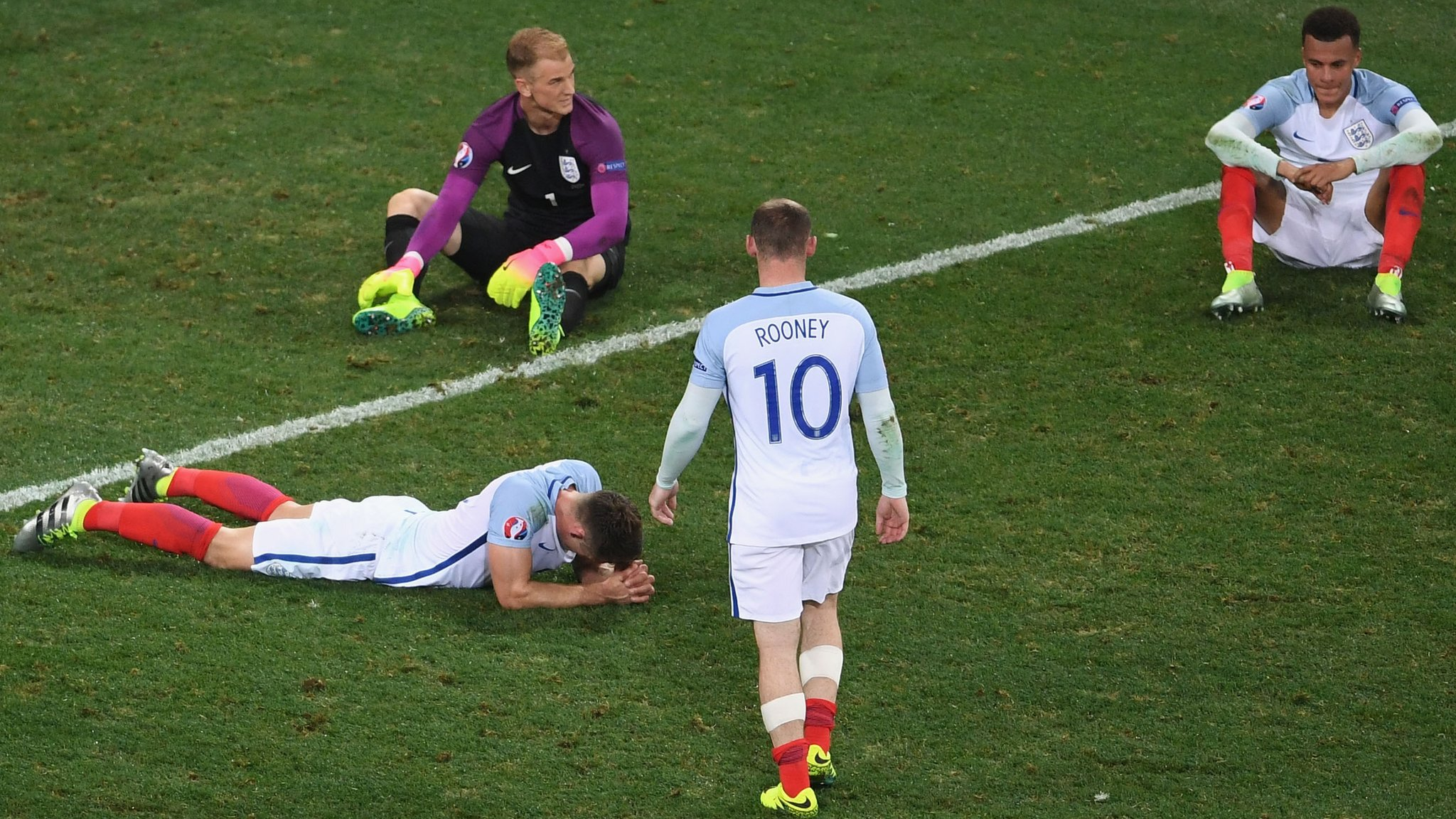 https://i1.wp.com/c.files.bbci.co.uk/1773F/production/_90136069_england_players_dejected_getty.jpg