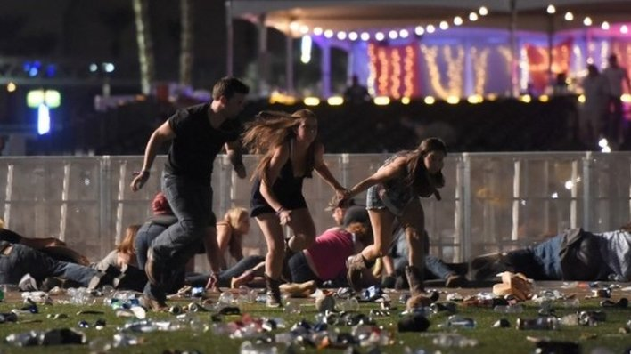 98101369 mediaitem98101368 - Las Vegas: Active shooter reported near Mandalay Bay