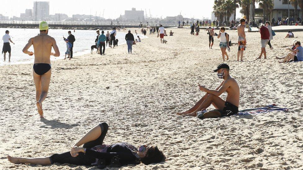 Beachgoers wear masks during lockdown in Melbourne on 6 September 2020