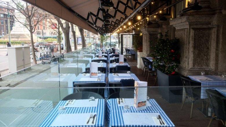 Restaurante vacío en Milán.